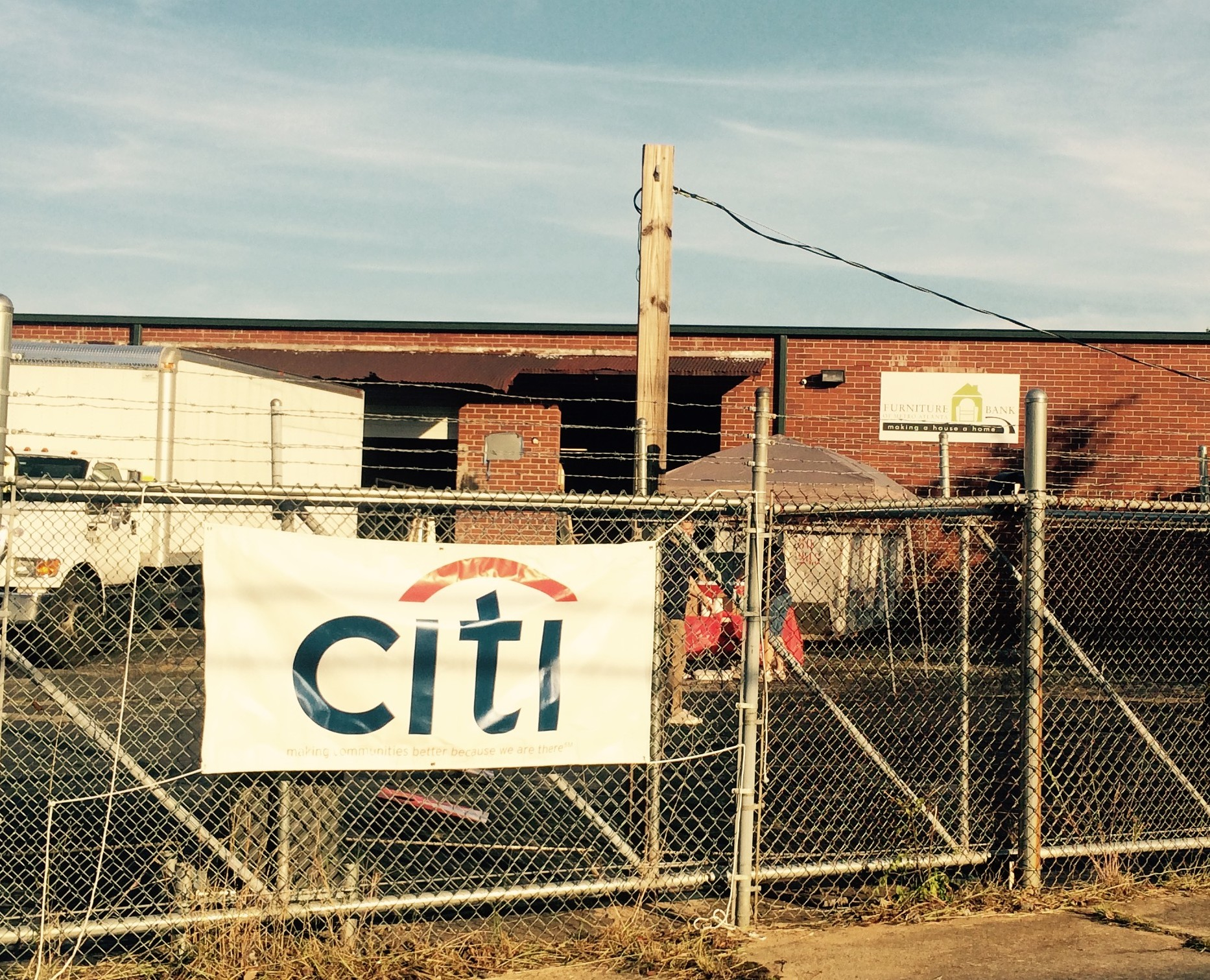 100 Citi Volunteers Build 100 Tables • The Furniture Bank